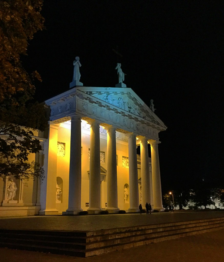 Moonlight Walk On The Beautiful Streets Of Vilnius | Live now – dream later travel blog