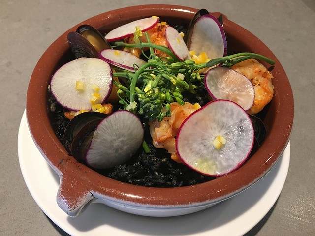 Risotto negro with shrimp and mussels - Hamlet
