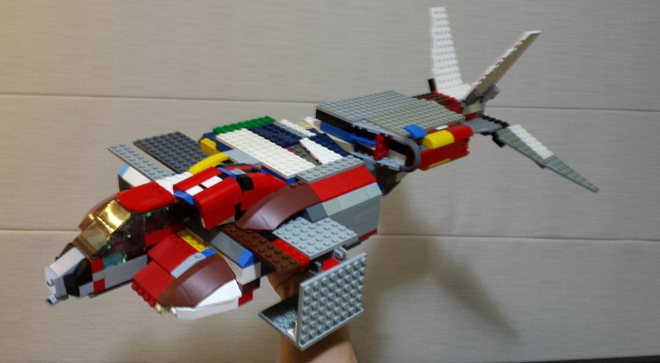 Dropship from Aliens built from old school Lego bricks