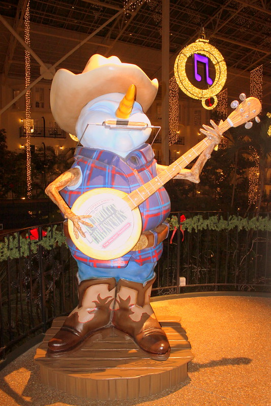 Opryland's Country Christmas Snowman Musician