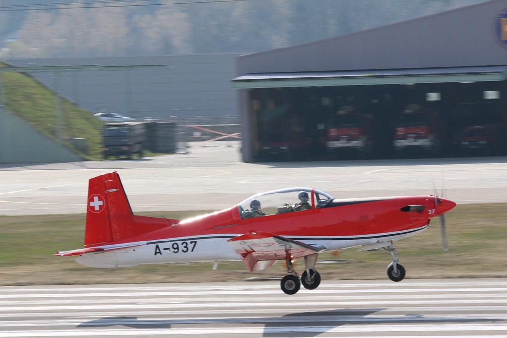 Aéroport - base aérienne de Sion (Suisse) 25202273254_bdb9fc9aae_b