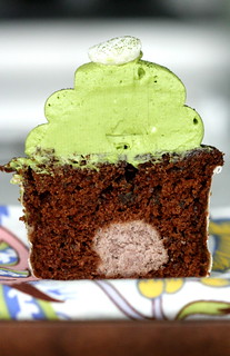 Adzuki Bean Paste Filled Chocolate Cupcakes with Matcha Green Tea Frosting | by chockylit
