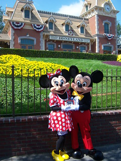 Minnie and Mickey with Birney at the Disneyland Main Entrance | by Castles, Capes & Clones