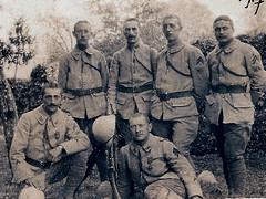 La liaison du 152 éme RI au Printemps 1917- Casque Adrian recouvert et Fusil Berthier - Marius Vasse assis