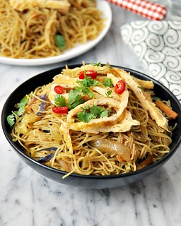 One-Pan Singapore Noodles | www.fussfreecooking.com | by fussfreecooking