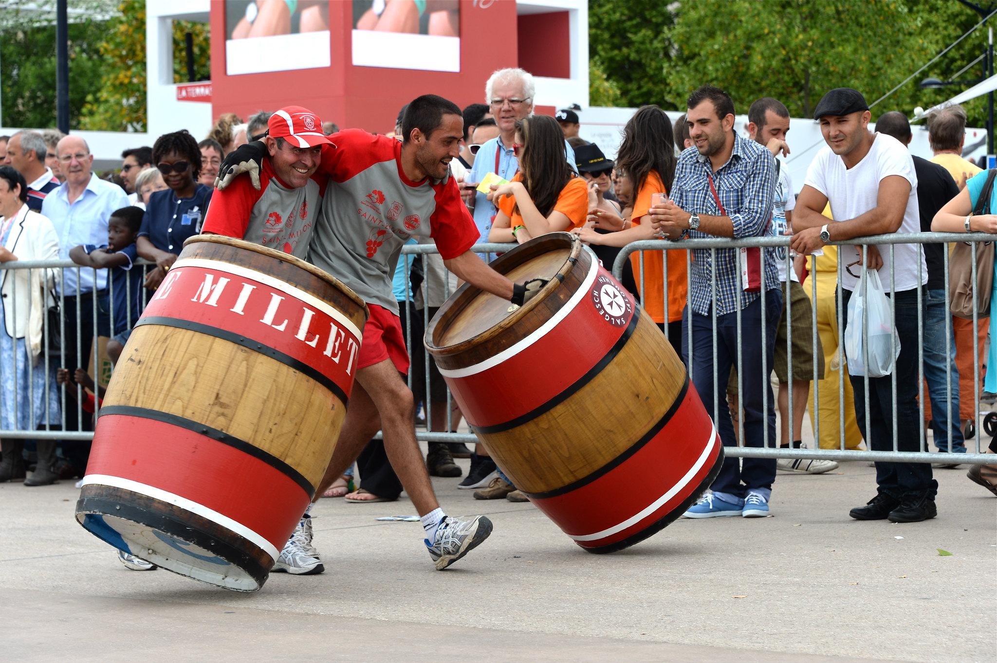 """La """"Course des rouleurs de barriques"""" organisée par le Club de Lussac Saint-Emilion"""