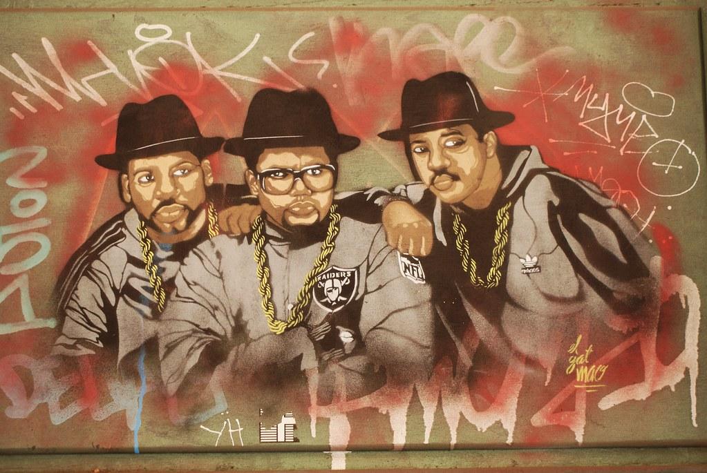 Street art : Hommage au groupe de Hip hop Run DMC sur les murs de Gracia à Barcelone.
