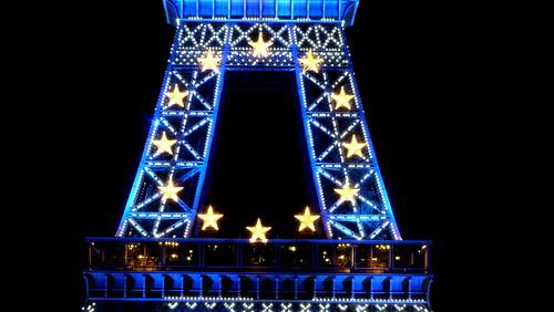 Blue Eiffel tower - la tour Eiffel en bleu - Présidence française du Conseil de l'Union Européenne
