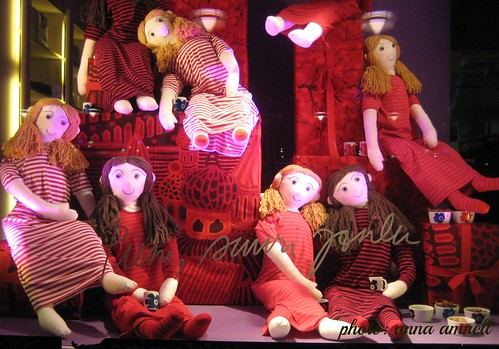 Shop window Christmas slumber party