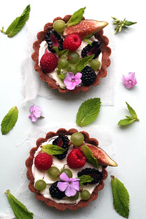 fig, berry and sheep's milk cream tart | by cannelle-vanille