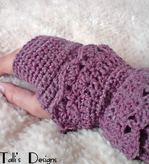 Warm and Lacey Fingerless Gloves | by tsukismama
