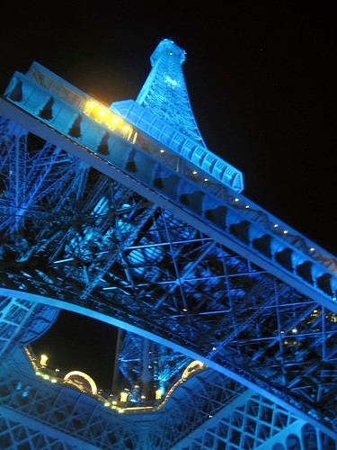 Eiffel Tower at 23.59 | by Sapphireblue