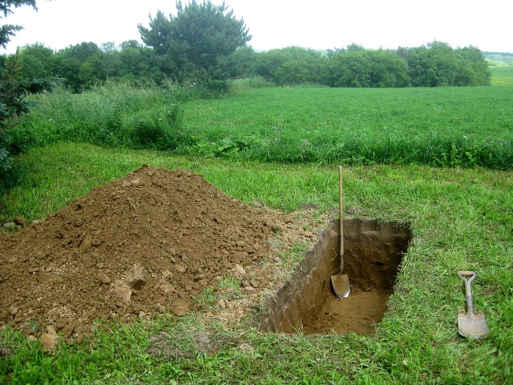 Attleson Farm: Diggin a Grave