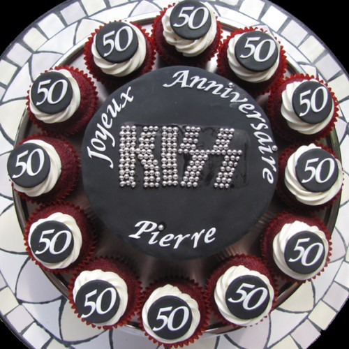 KISS Band Logo Cake! | by clevercupcakes
