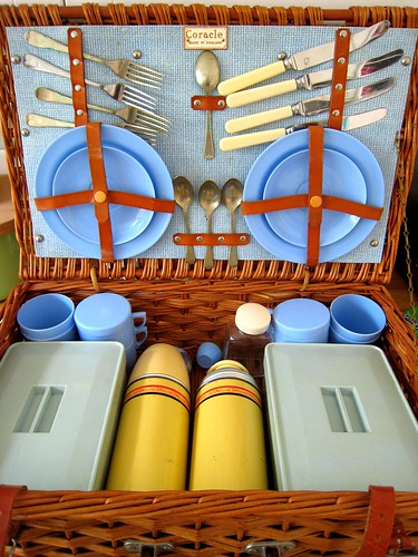 21 Jun 09 - picnic hamper | by Flumpster