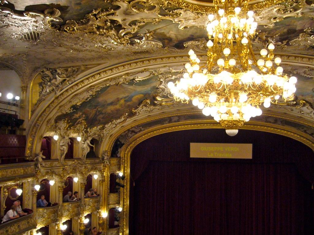 Opéra de Prague : 3 opéras dans la ville. Ici l'Opéra d'Etat.