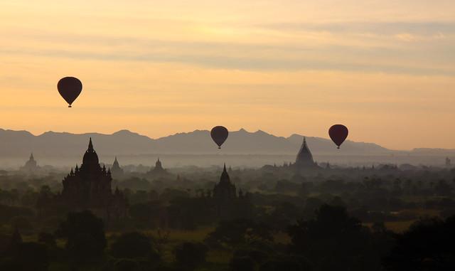 Sunrise over Bagan 3