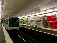 Paris Métro Saint-Fargeau 8