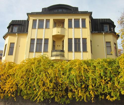 Keltainen talo Eirassa