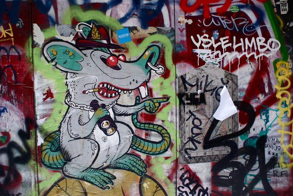 Dans le bestiaire du street art barcelonais, je demande le rat à chapeau tyrolien.
