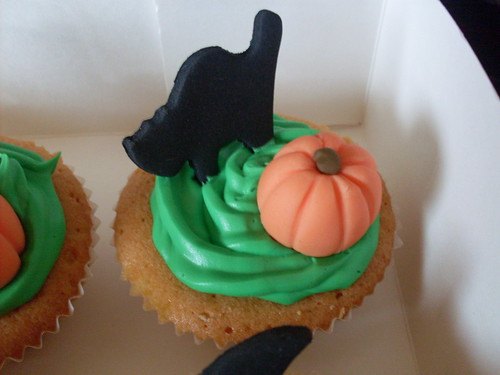 Halloween cupcake (Cat & Pumpkin) | by cakebylisa