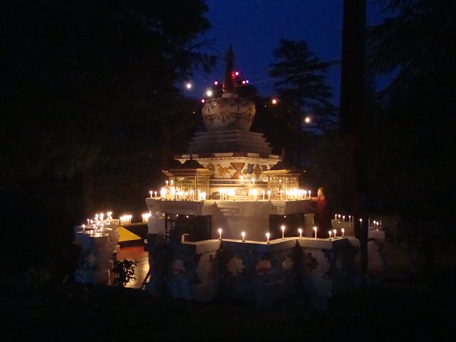 Oferenda de Luzes - Tushita Meditation Center, Dharamkot