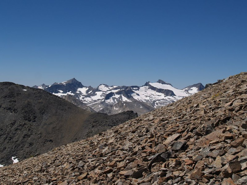 Zoomed-in view of Rodgers Peak, Mount Lyell, and Mount Maclure from Koip Peak