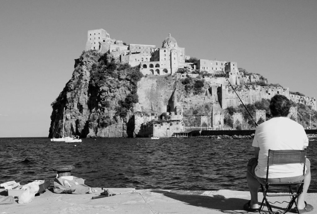 Pescando a Ischia Ponte