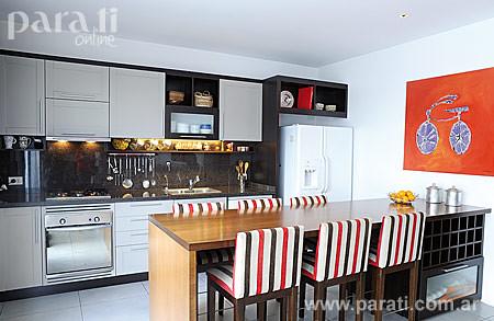 Cocina integrada con desayunador carucha76 flickr for Cocinas con desayunador