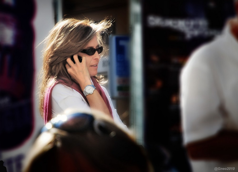...al telefono 3 ...