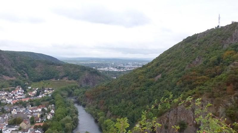 Blick nach Bad Kreuznach von Burgruine Rheingrafenstein aus