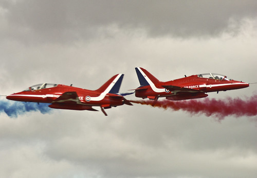 Red Arrows, Synchro Pair | by D/\ZZ/"|500|347|?|b3c162d5df2018455c52339925e9ea1f|False|UNLIKELY|0.3072204291820526