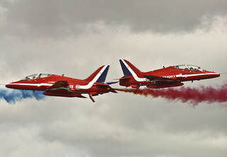 Red Arrows, Synchro Pair | by D/\ZZ/"|320|222|?|39e115f9c31e2d255f716e137de68747|False|UNLIKELY|0.30370092391967773