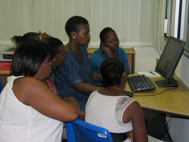 Mabusi showing the new recruits the Ulwazi website