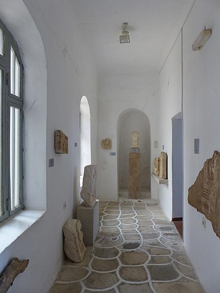 un couloir du musée archéologique de Naxos