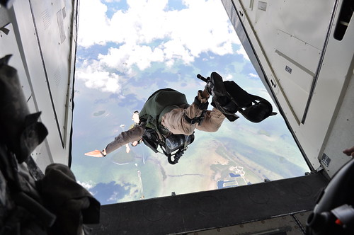 Advanced Tactical Infilitration Course goes beyond standard military freefall operations | by USAJFKSWCS