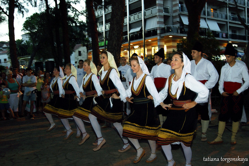 "Народный танец в исполнении  KUD ""Ilija Kišić"""