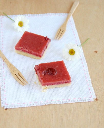 Cherry preserves and lemon bars / Barrinhas de limão siciliano e geléia de cereja | by Patricia Scarpin