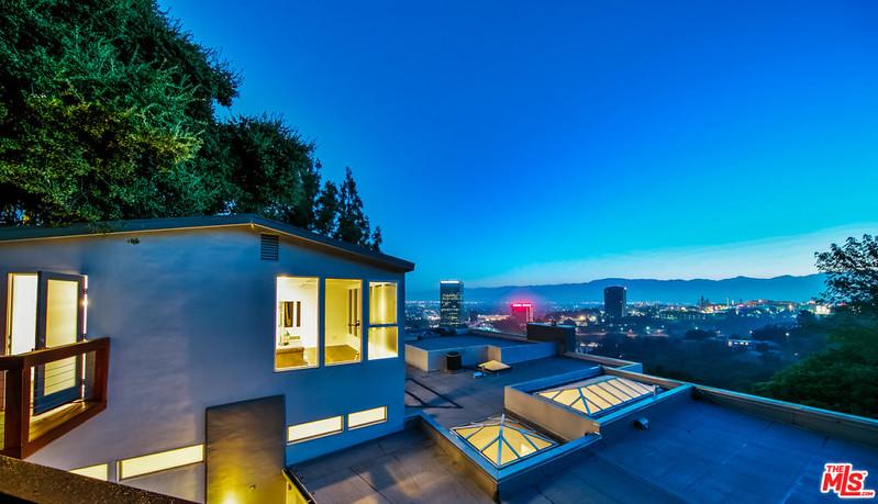 Вид на Лос-Анджелес с крыши дома