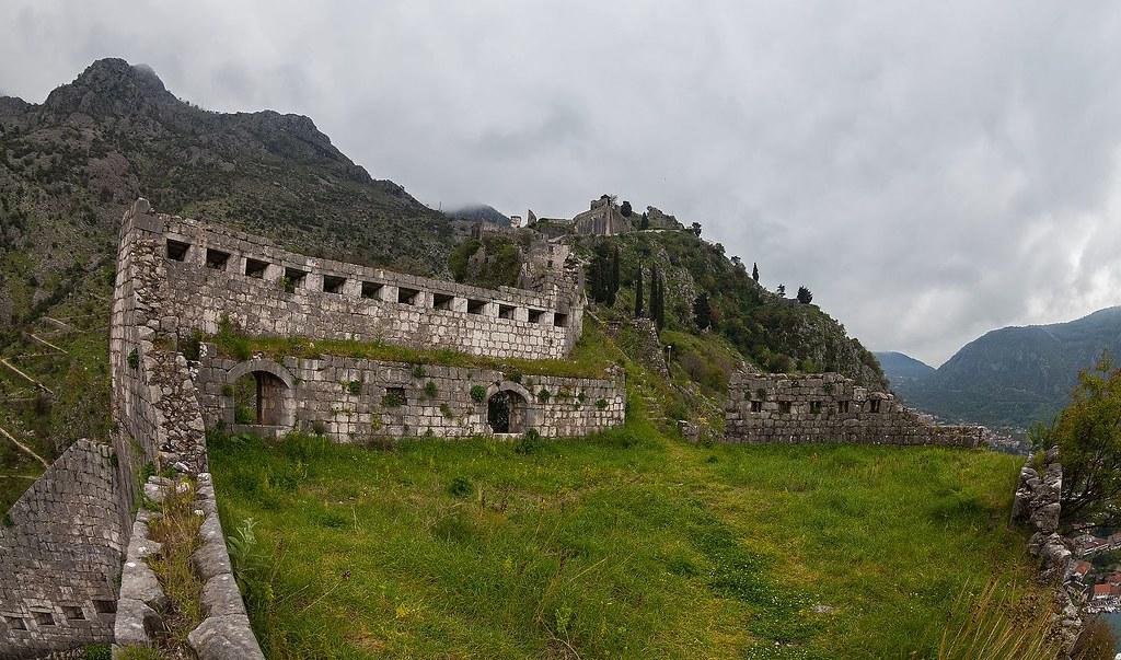 Castillo_de_San_Juan,_Kotor,_Bahía_de_Kotor,_Montenegro,_2014-04-19,_DD_16