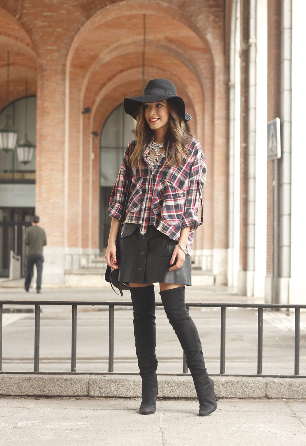 tartan shirt leather skirt over the knee boots accessories hat fashion outfit rainny day02
