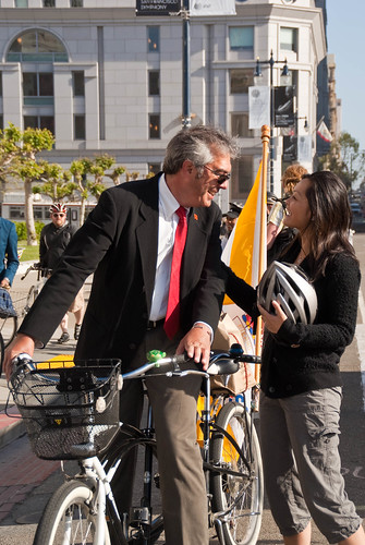 18658 District 4 commuter convoy arrives at City Hall with Supervisor Carmen Chu on tandem | by sfbike