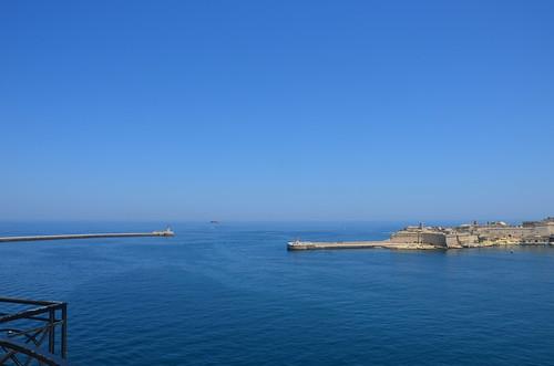 Blick zum Fort Rikazoli, das die Einfahrt sichert