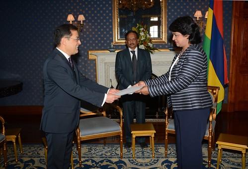 El embajador de México en Sudáfrica presentó cartas credenciales a la Presidenta de la República de Mauricio