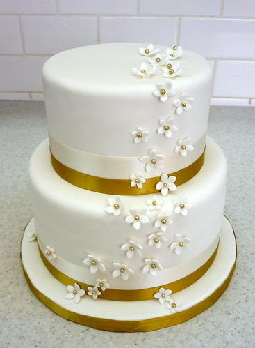 50th Anniversary Cake W Gold Centered Stephanotis Flickr