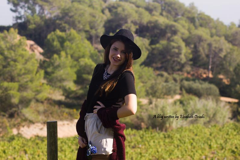 cardigan burgundy sombrero negro HEELSANDROSES look lady viñedos cata Mango Inditex (2)