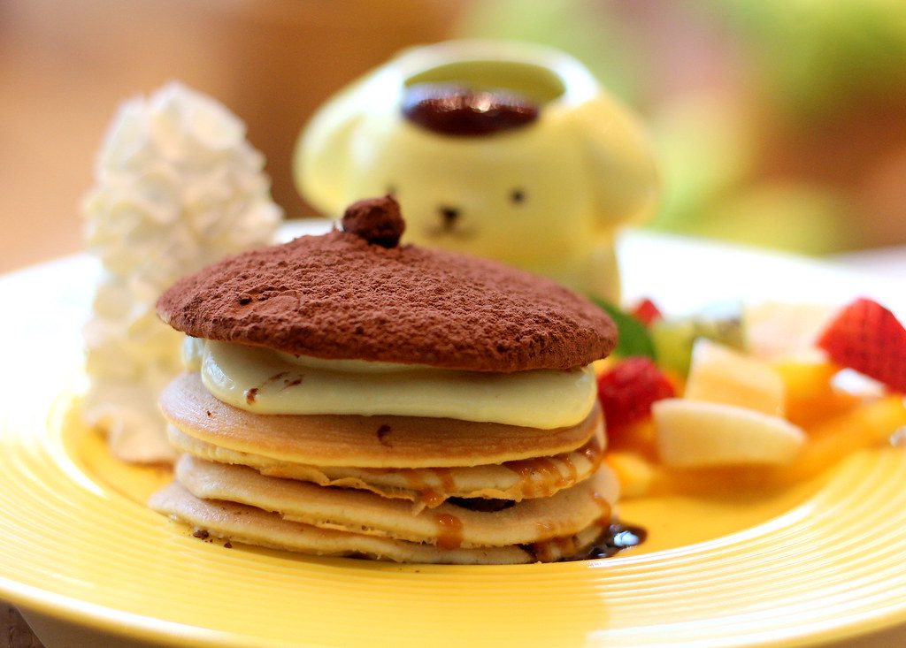 pompompurin-cafe-bagel-special-pancake-tower