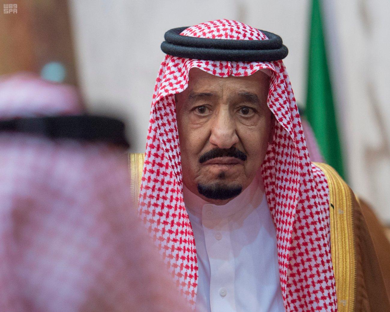 بالصور الملك سلمان يبكي فقد شقيقه الأمير تركي الخليج أونلاين