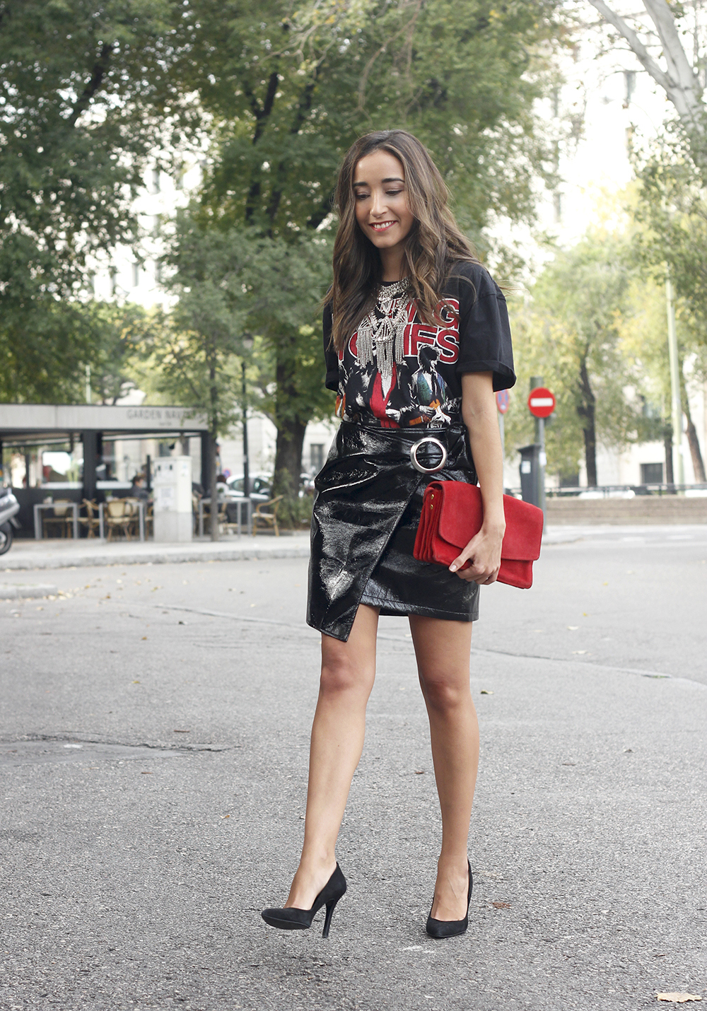 patent leather skirt t-shirt necklace heels leather jacket outfit style fashion04