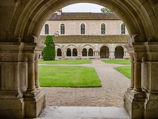Kreuzganghof, Kreuzgang, Dormitorium der Abbaye de Fontenay